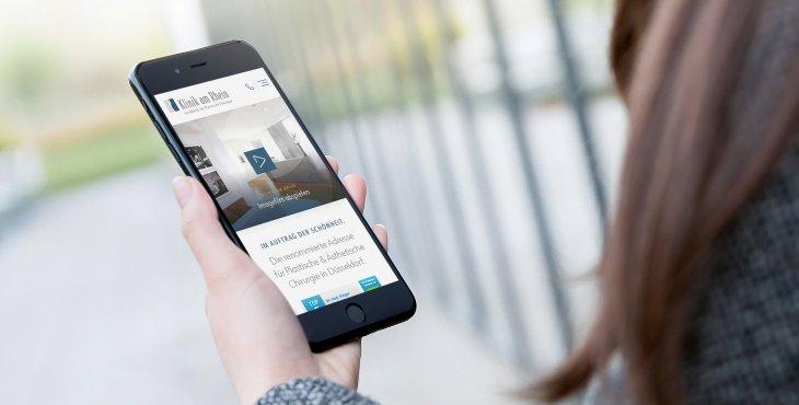 Mobile Darstellung der Webseite der Klinik am Rhein