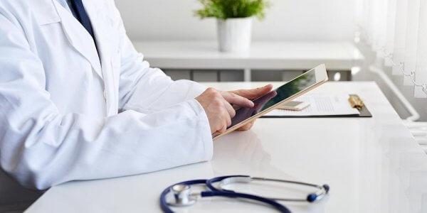 Berufswidrig und untersagt: Vermeiden Sie Fremdwerbung auf Ärzte-Websites!